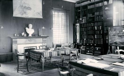 Η Βιβλιοθήκη, ca. 1902.