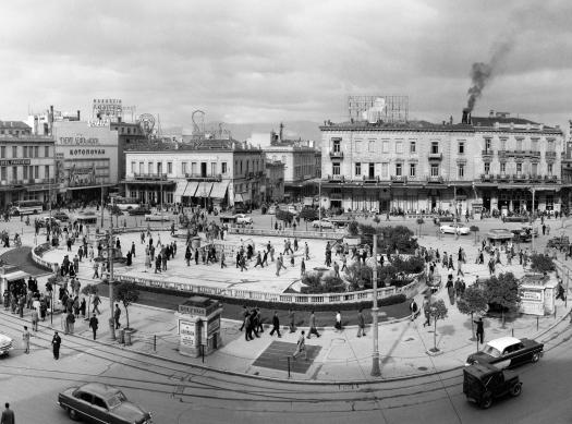 Δημήτριος Χαρισιάδης Πλατεία Ομονοίας, Απρίλιος 1955