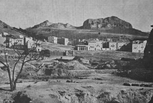 Η περιοχή των σημερινών Εξαρχείων, χωματουργικές εργασίες στην ομώνυμη πλατεία. Την εποχή εκείνη τα σ